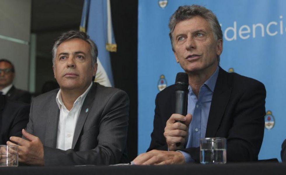 """Mauricio Macri y Alfredo Cornejo. El gobernador opinó que """"hay que """"controlar precios vía acuerdo y no control ni congelamiento""""."""