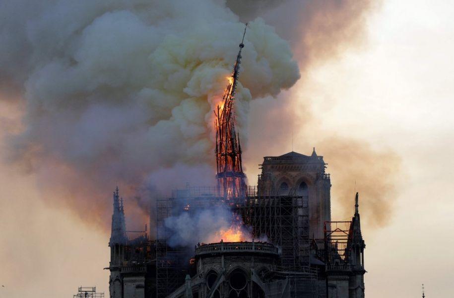 Se intenta salvar todas las obras de arte y la prioridad es asegurar los alrededores de Notre-Dame para proteger a los turistas y vecinos.