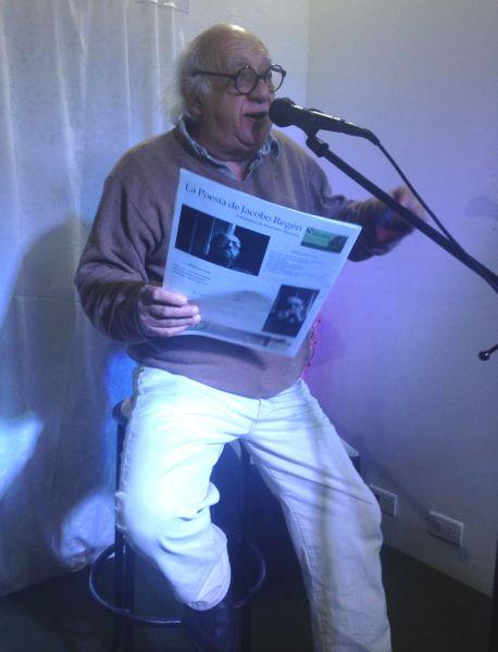 """Juan Ahuerma editor de """"El Pájaro Cultural"""" en el Centro Cultural """"Figueroa Reyes"""". Su vuelo es intermitente pero sostenido hace 26 años."""