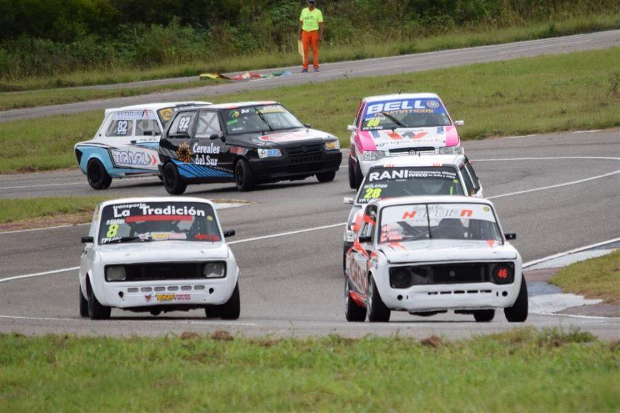 Los autos del TP 1400, que esta tarde inician la actividad en Pista para el Zonal de Automovilismo.