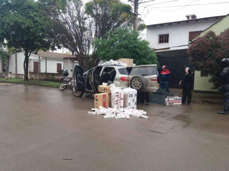 Uno de los dos vehículos portadores del contrabando de cajas de cigarrillos interceptados en la ruta nacional 34.