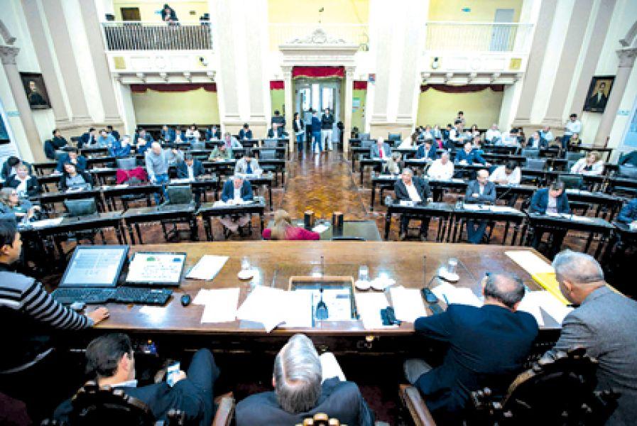 Los legisladores exhortaron a las gerencias de los nosocomios que les comuniquen si se cubren los cargos necesarios.