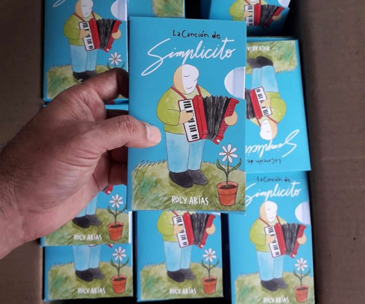 """""""Simplicito"""" va creciendo. Ahora sus historias habitan un segundo libro que Roly Arias anticipó que, saldrá también en italiano y en inglés."""