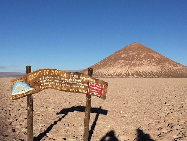 El Cono de Arita y el Salar de Pocitos, paisajes salteños que compiten para estar entre las 7 Maravillas Naturales de la Argentina.