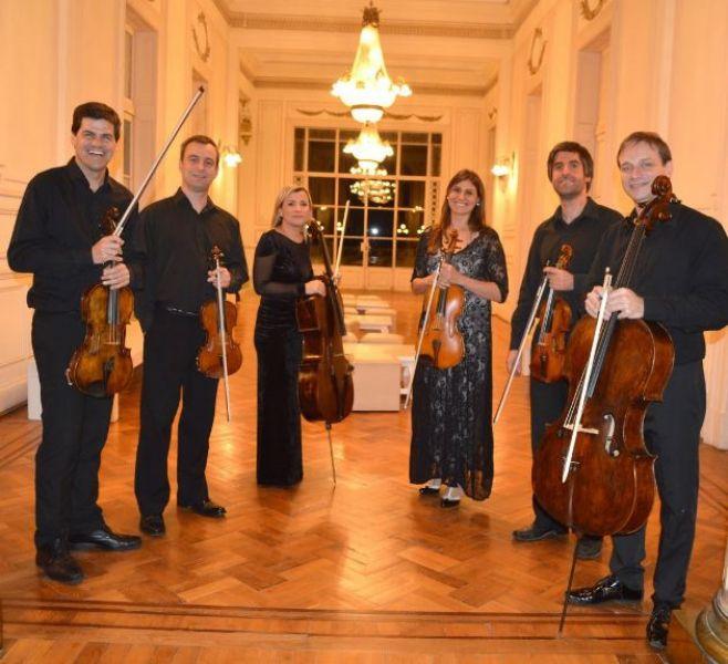 El Sexteto de Cuerdas de La Plata está integrado por jóvenes músicos han sido solistas invitados de las orquestas más prestigiosas de Argentina.