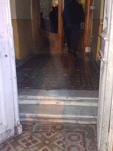 El hospedaje de Córdoba al 100, el individuo causó daños además robar dinero, fue detenido por la Policía.