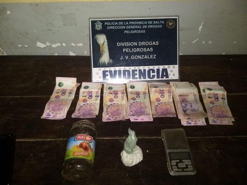 Por el operativos, las fuerzas de seguridad allanaron dos viviendas de Las Lajitas.