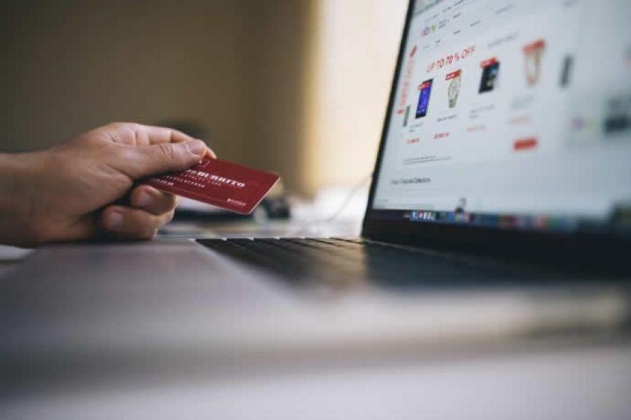 Al ingresar al sitio oficial de Hot Sale el consumidor debe informarse sobre las características de los productos y comparar precios .