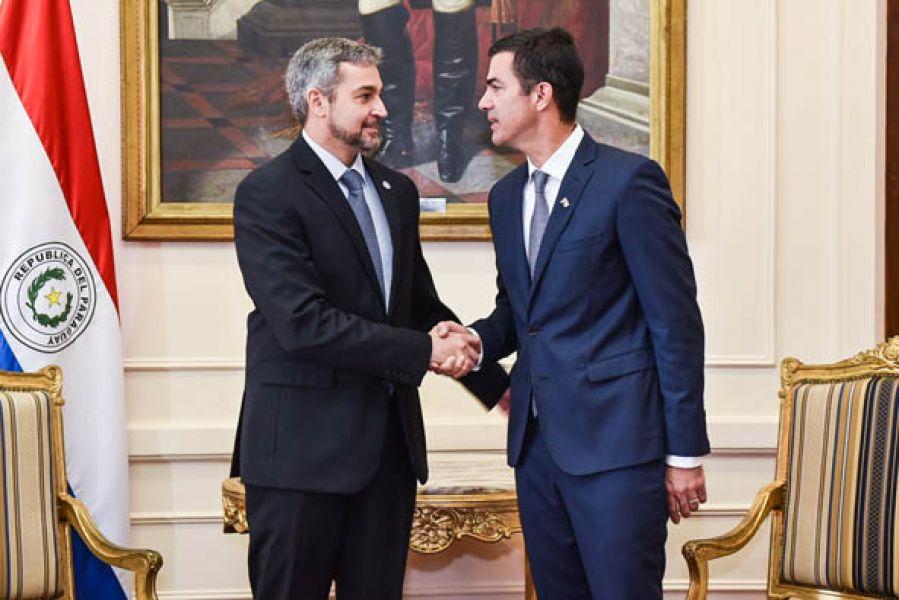 El presidente paraguayo y el gobernador salteño durante el encuentro en Asunción del Paraguay.