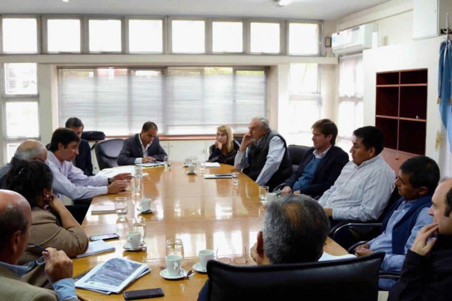 En la reunión en el Ministerio de Producción se hizo hincapié en el abordaje integral de la cuenca para la reducción de sedimentos.