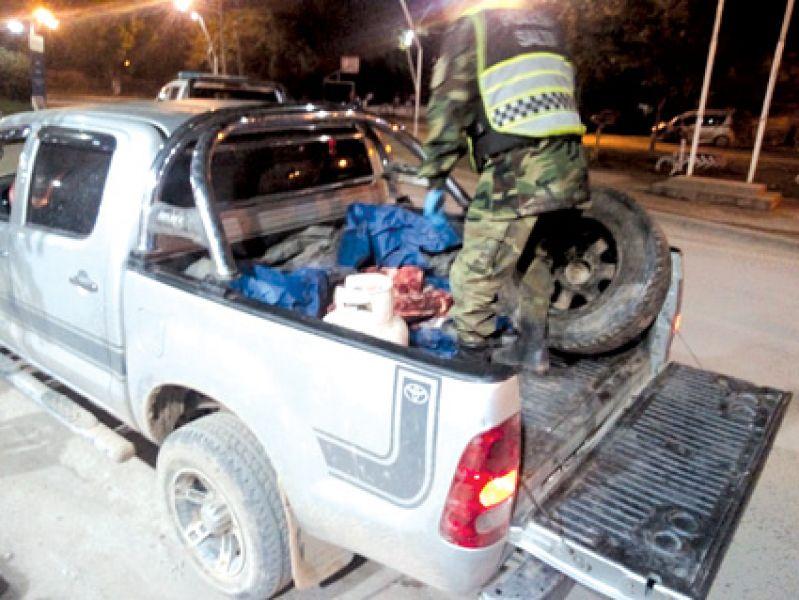 En esta camioneta se trasladaba carne no apta para consumo.