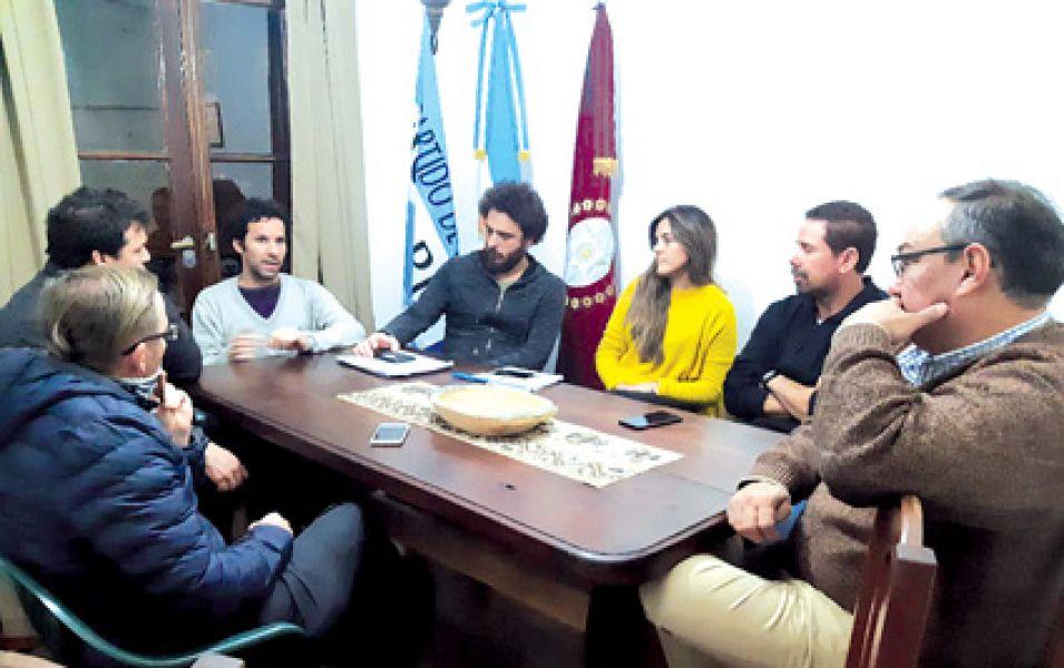 Músicos de la Sinfónica en su lucha por la ley de estabilidad laboral, se reunieron con el diputado nacional Sergio Leavi.