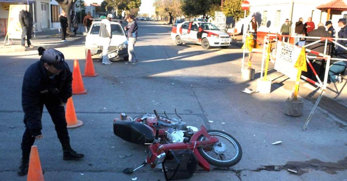 El conductor de la motocicleta chocó y fue trasladado al hospital San Bernardo, su acompañante murió en el acto. (Foto ilustrativa).