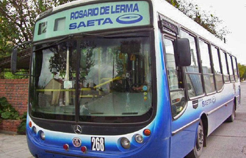 Los gremios del transporte ya había parado el feriado anterior, el 1º de Mayo, por el reclamo mantienen contra el Impuesto a las Ganancias.