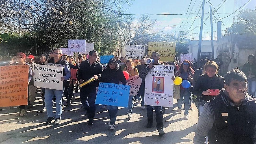 Una multitud de vecinos reclamó en una marcha en Metán mejoras por la deficiencias en la atención de la salud del Hospital El Carmen.