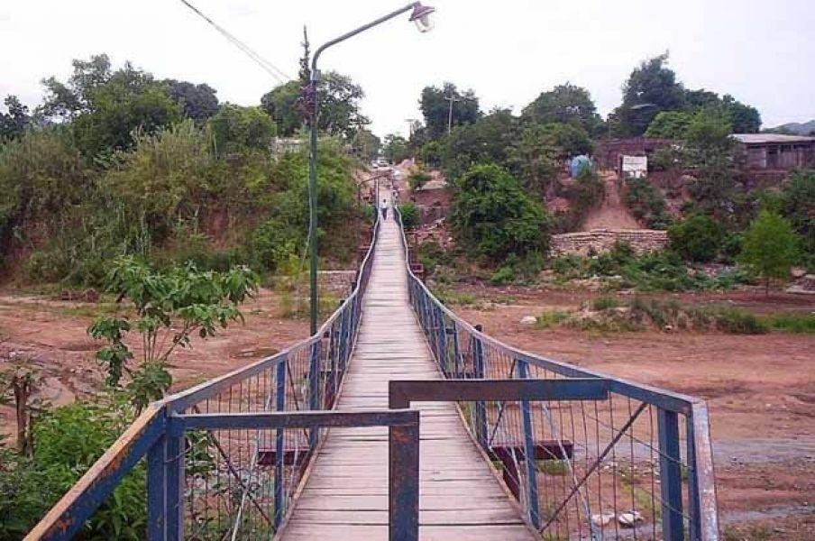 El puente ubicado en la ciudad de Salvador Mazza en donde donde se produjo el asesinato de la pequeña productora rural, Liliana Ledesma.