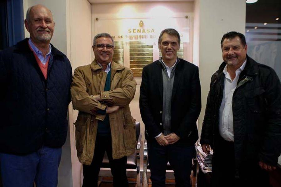 Productores integrantes de la Comisión de Sanidad Animal de Salta junto al diputado Pablo Kosiner.