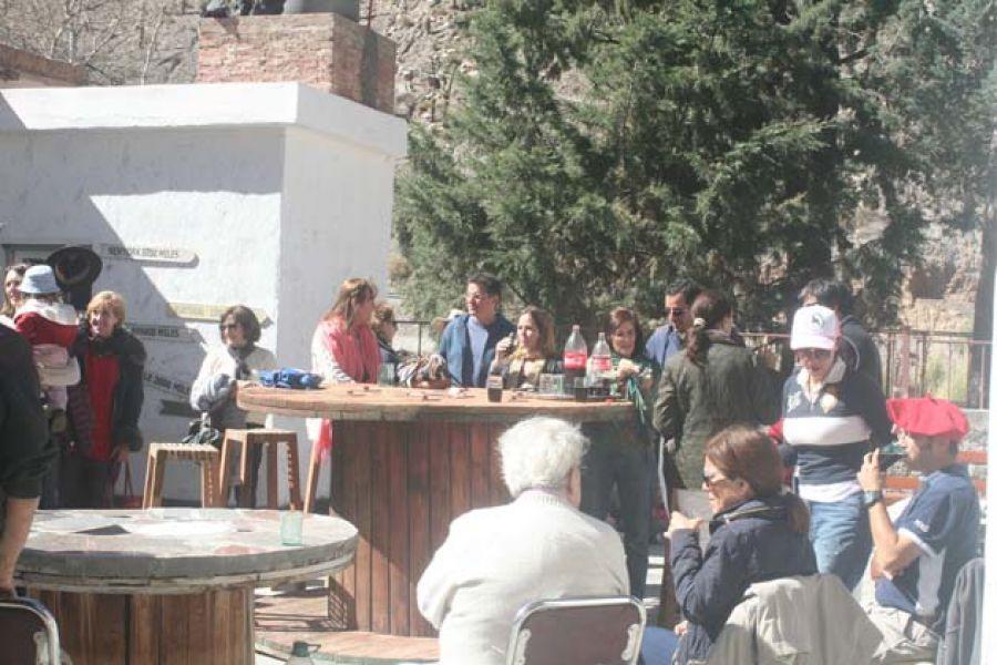 Acto de reapertura en la capilla de El Alfarcito. El comedor de comida casera es un ícono de la Quebrada del Toro desde sus comienzos.