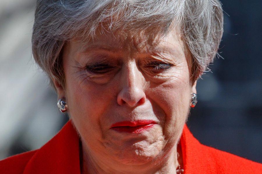 Teresa May llorando tras el fracaso del acuerdo por el Brexit, la primera ministra de Gran Bretaña confirmó su dimisión.