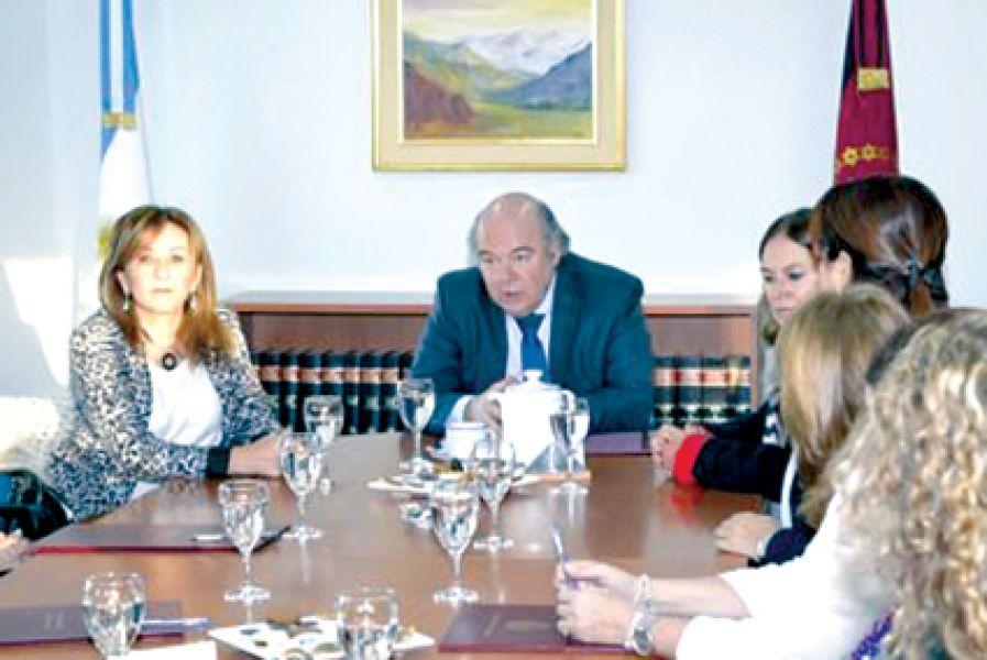 El Procurador Abel Cornejo junto al consejo asesor, manifestó su apoyo a los fiscales respecto a la autonomía para definir líneas de investigación.