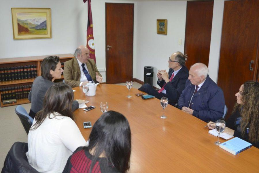 Mesa de trabajo para profundizar la labor de asistencia a la víctima y protocolos de actuación con representantes de la UE y ONU.