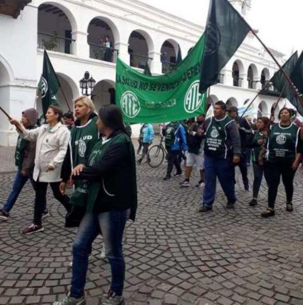 Las movilizaciones en la jornada de paro se desarrollarán por las calles del micro centro y la Plaza 9 de Julio. Anunciaron ollas populares.
