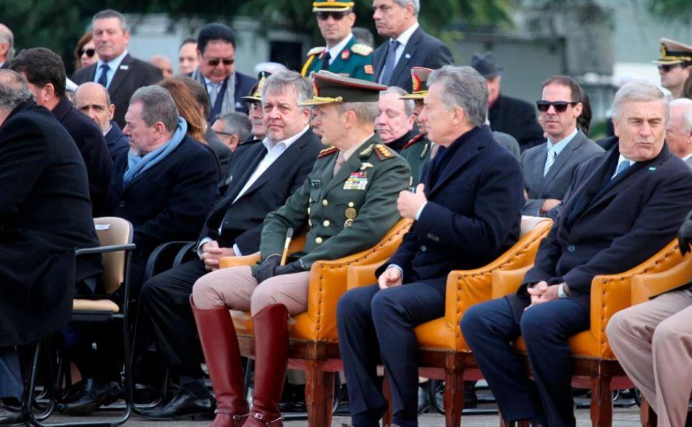 En medio de las acusaciones de extorsión y espionaje ilegal, el fiscal Stornelli se mostró en primera fila muy cerca de Macri y altos funcionarios.