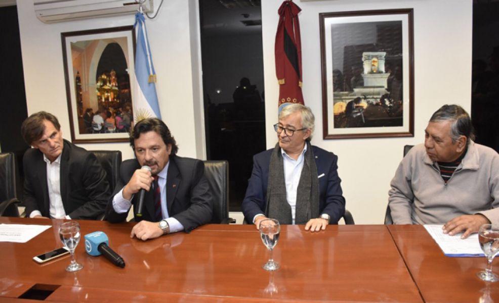 En la reunión Sáenz anunció que desde fines de junio se brindará asesoramiento a ex trabajadores ypefianos en el Centro Cívico Municipal.