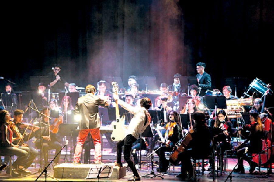 La Sinfónica Infanto Juvenil junto a Gauchos de Acero cuando interpretaron los clásicos del rock nacional, en 2018.