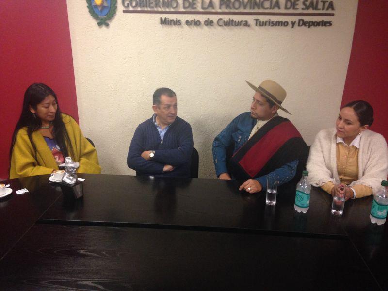 Micaela Chauque ganadora del premio Gardel, el Secretario de Cultura Sergio Bravo y la pareja campeona de danza Ramos-Echenique.