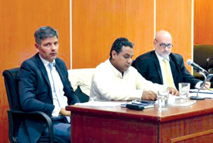 El principal acusado Mario Condorí con sus abogados defensores.
