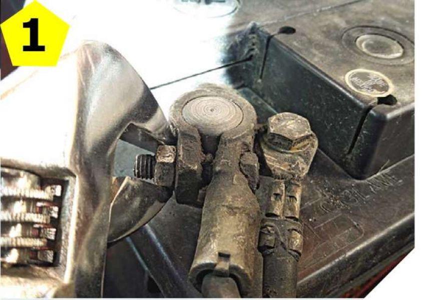 Cómo limpiar correctamente la batería de tu auto