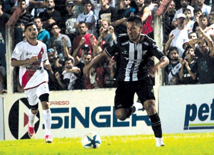 """El """"Nivi"""" Núñez marcó el único gol. Gentileza: @CACNoficial"""
