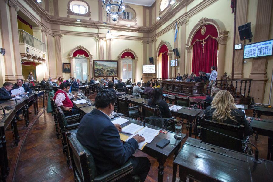 La votación arrojó para la aprobación de la Cuenta Ejercicio 2015, fue de 24  a favor, 21 por la negativa y una abstención.