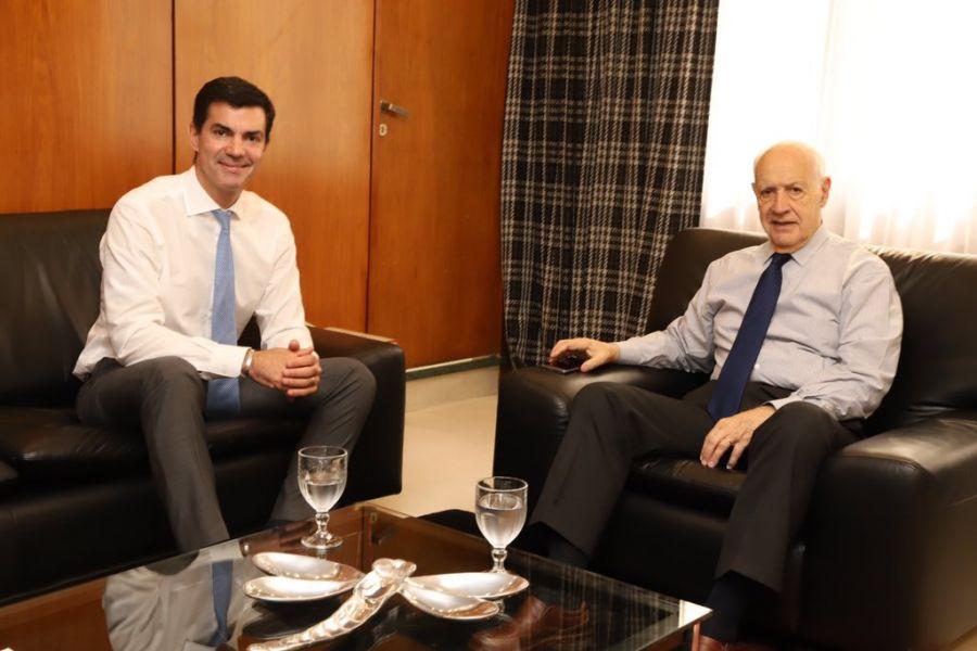 """Roberto Lavagna y Juan Manuel Urtubey conformaron la alianza con la que competirá en las elecciones de octubre bajo el nombre """"Consenso 2030""""."""