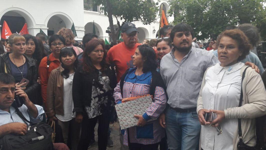 Docentes Autoconvocados de la Plaza, tienen previsto hoy una reunión departamental en la capital salteña a las 19.30, en Belgrano 2110.