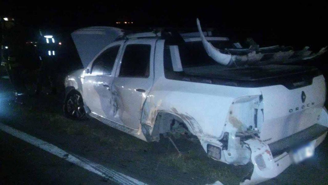 La camioneta luego del choque quedó destruida. Habría rozado a un camión e impactó de frente a otro rodado.