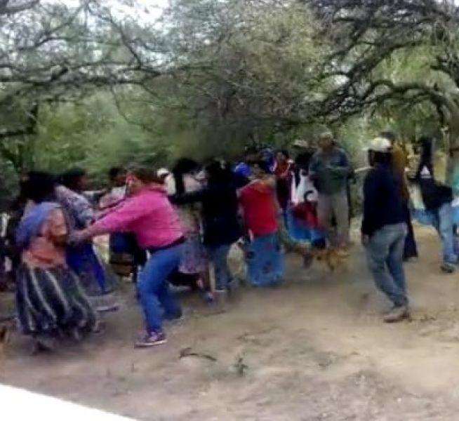 Mujeres criollas e indígenas se enfrentaron el último fin de semana por una bomba de agua, unos querían destruirla y otros conservarla.