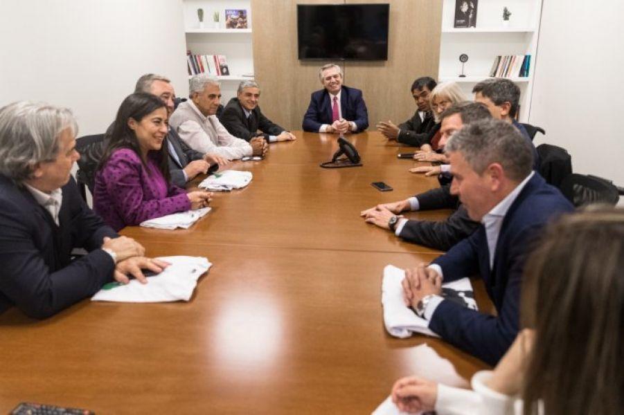 Alberto Fernández con miembros del Interbloque. La ruptura del interbloque reconfigurará las fuerzas en la Cámara de Diputados.