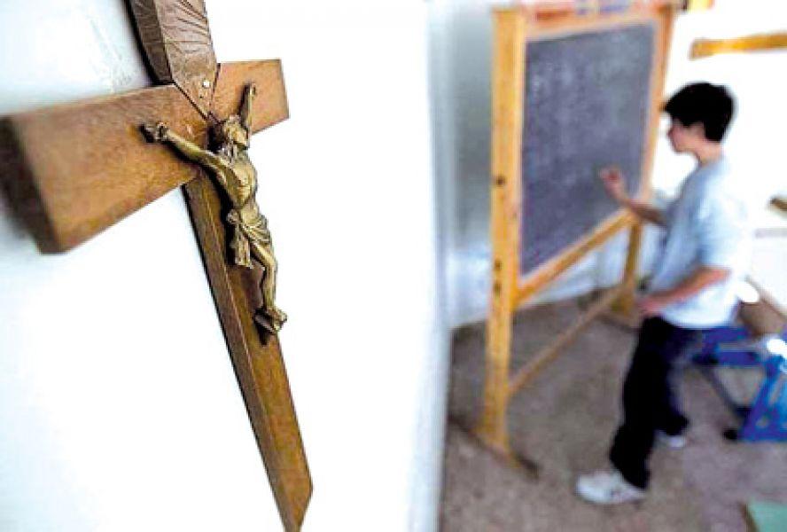 Radicales presentaron un proyecto de ley para remover imágenes y símbolos religiosos de edificios públicos, impulsada por una organización laica.