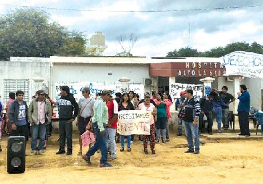 Los pobladores de Alto La Sierra en Santa Victoria Este, habían decidido la toma del hospital tras la muerte de una estudiante de enfermería.