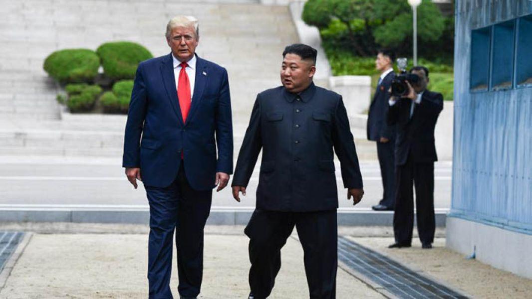 Trump es el primer presidente norteamericano en actividad en cruzar la Zona Desmilitarizada que divide las dos Coreas.