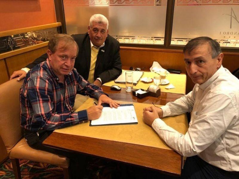 El intendente de Vaqueros Daniel Moreno con Héctor Dastolih, consultor de Municipios.