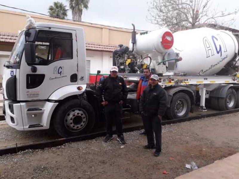 La protesta de trabajadores de Embarcación consistió en parar las maquinarias y vehículos a una empresa que les debe salarios desde febrero y un bono.