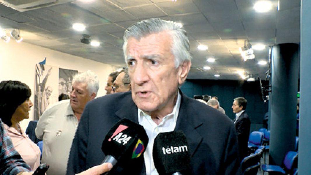 El titular del PJ, José Luis Gioja, consideró vulnerable el programa que usará  la empresa Smartmatic.