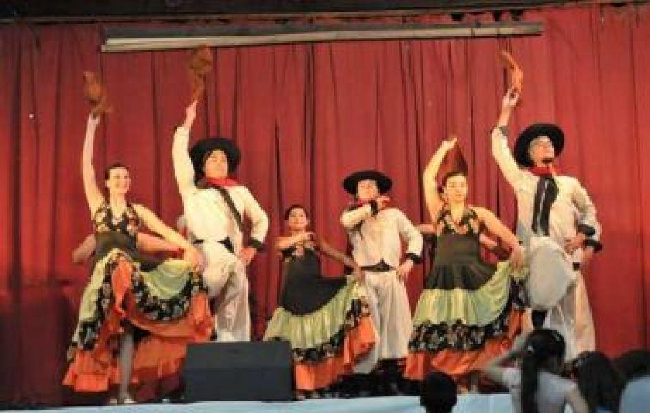 """En Salta quieren avanzar con paritarias para los artistas regionales para que no terminen trabajando por """"el choripan y la gaseosa""""."""