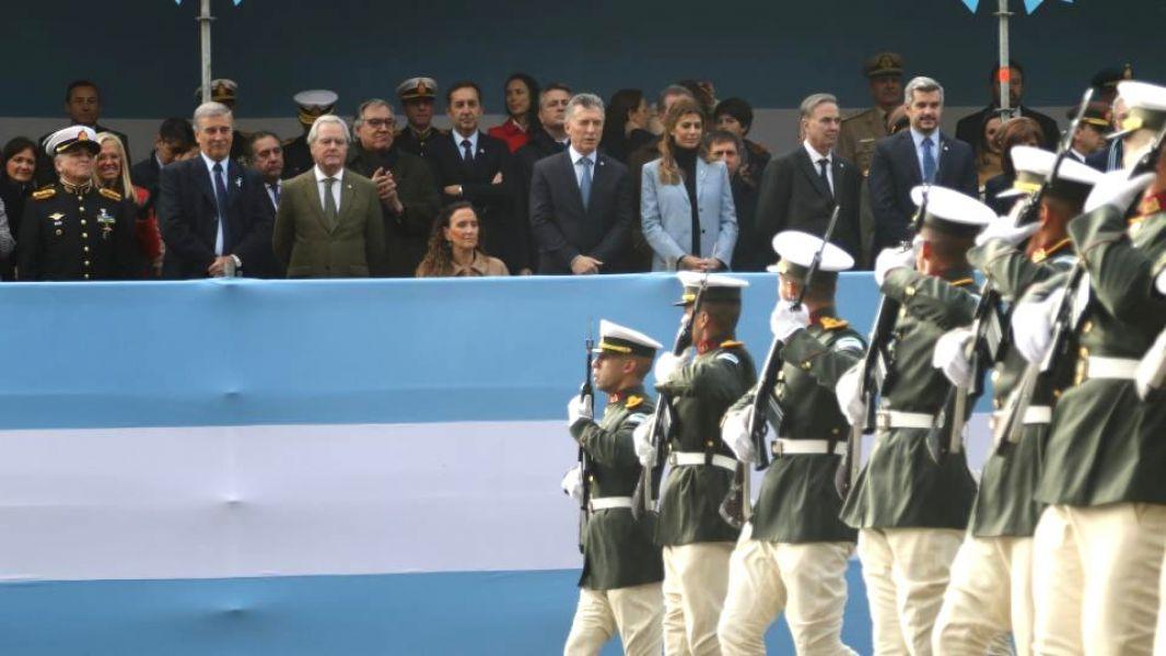 En el palco oficial, además de los ministros del gabinete, Macri estuvo con el senador y precandidato a vicepresidente Miguel Pichetto.