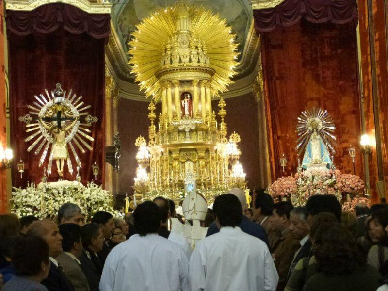 En la Catedral comenzaron los preparativos para iniciar los cultos al Señor y Virgen del Milagro.