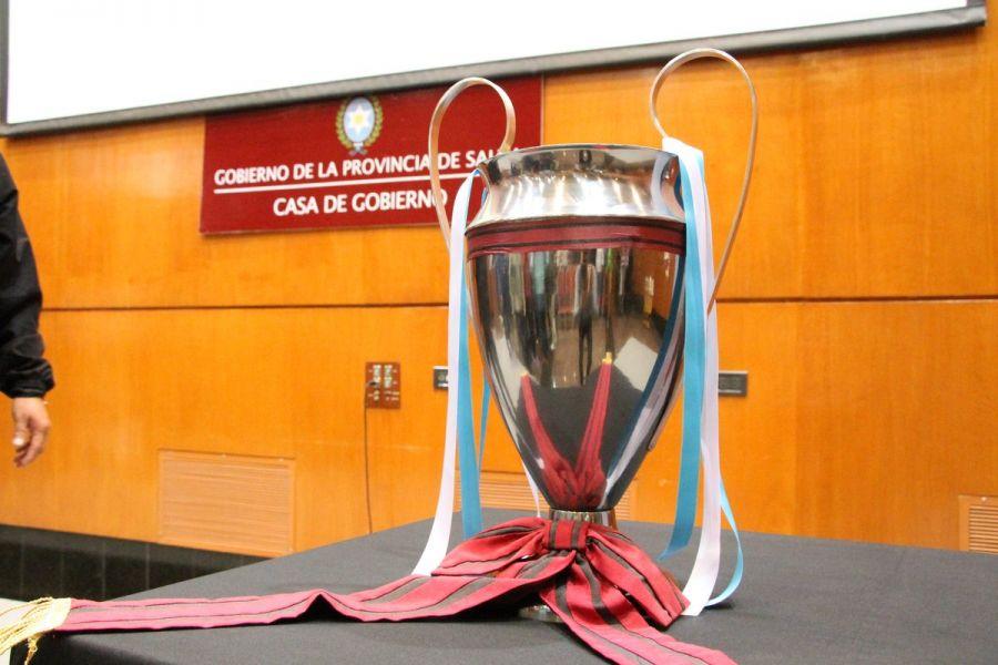 El trofeo de la Copa Salta. Gentileza: @HolaSaltaYa