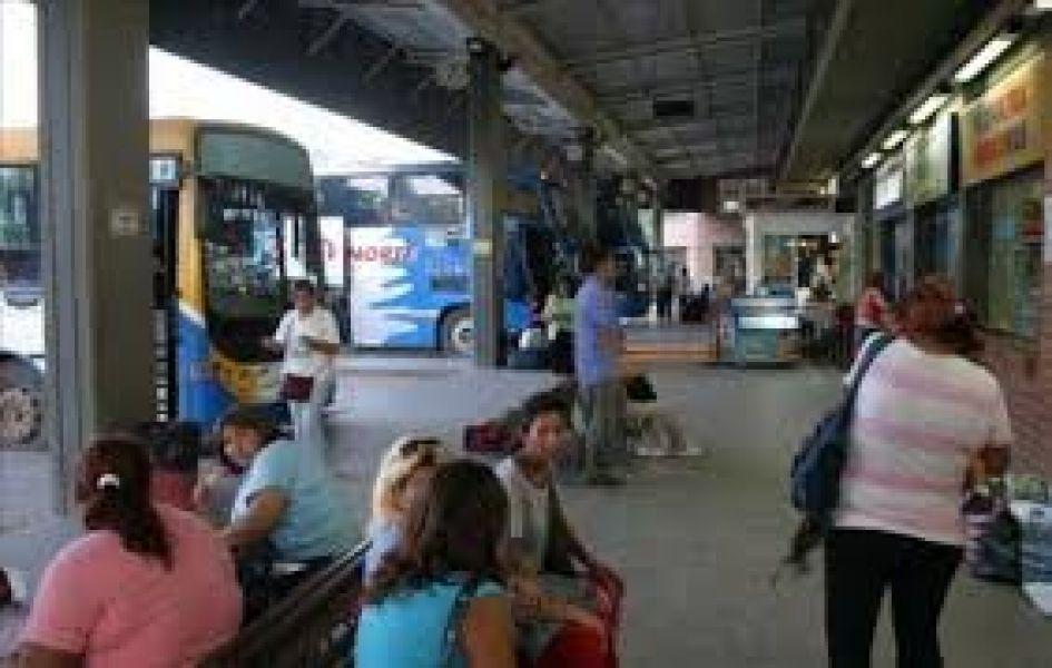Se investigan las causas que permitan conocer los motivos que provocaron la muerte de un hombre en la terminal de Tartagal.
